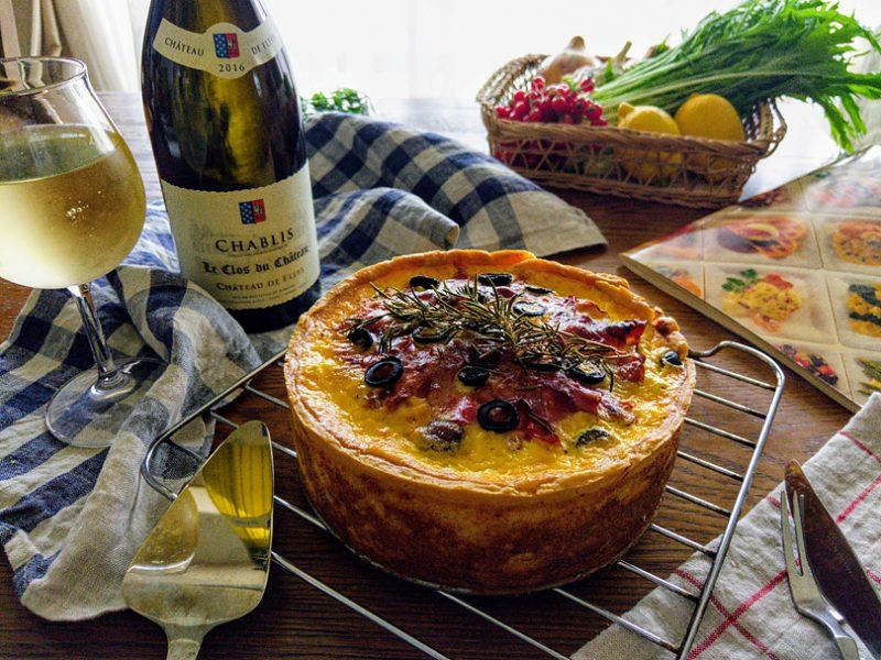 生ハムと3種のチーズ、夏野菜の贅沢キッシュを、シャブリでもっと美味しく
