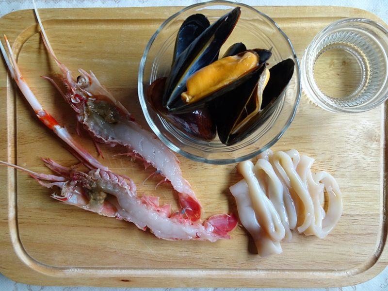 シーフードとハモンセラーノの冷製カルボナーラの作り方