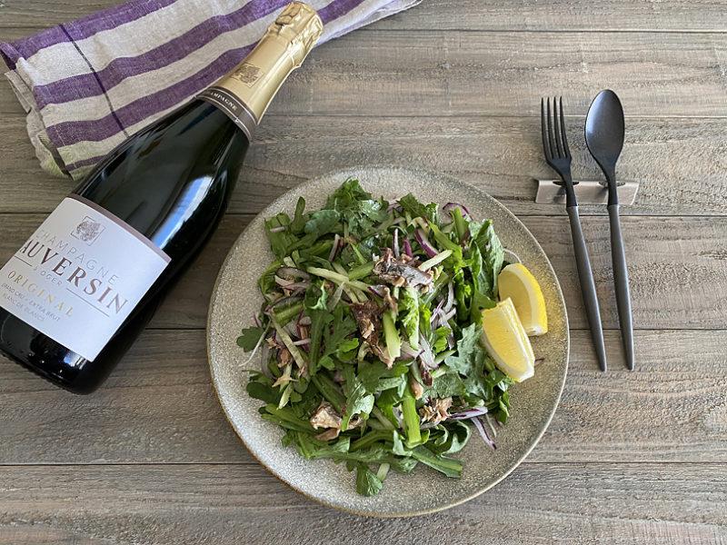 スッキリしたシャンパンに合わせる春菊とサバ缶のおつまみサラダ