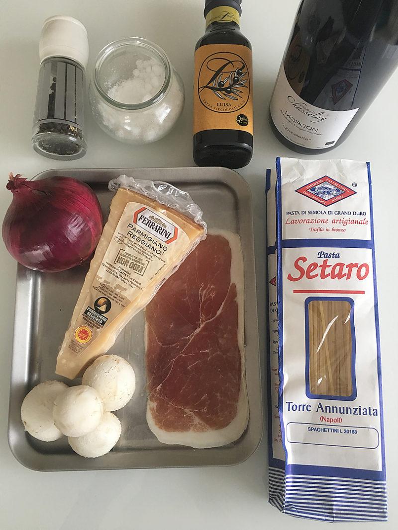 生ハムとマッシュルームの赤ワインパスタの作り方