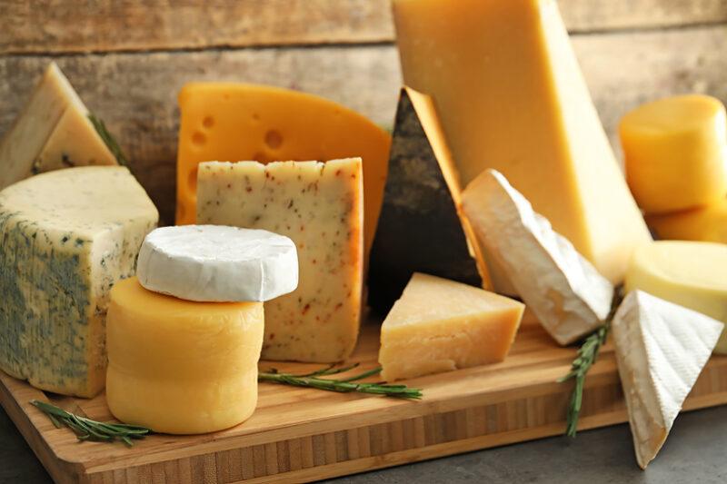 ワインにピッタリ、ナチュラルチーズとプロセスチーズは何が違う?