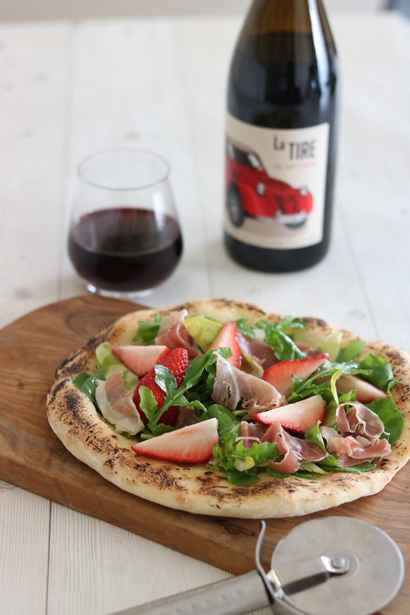 苺と生ハムのサラダピザ 赤ワインとのマリアージュ