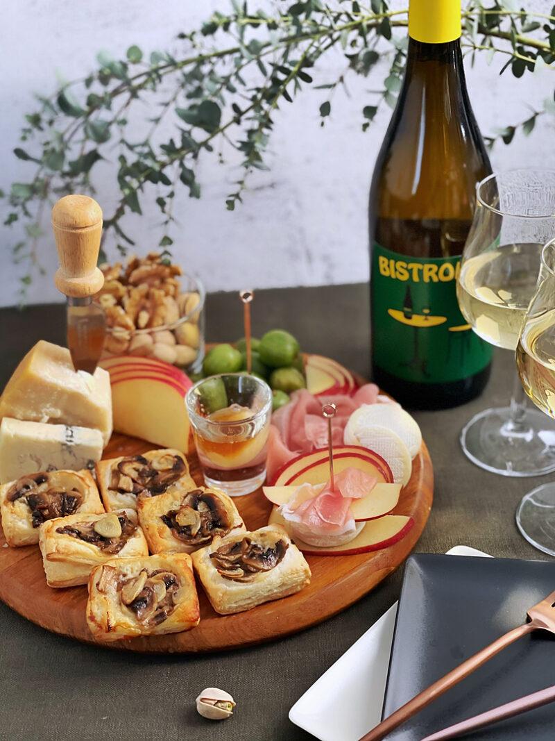 カジュアルな白ワインとワンハンドフードボード