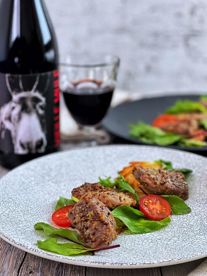 赤ワインと相性抜群!オーブンで簡単ハニーマスタードポークとハッシュド新じゃが